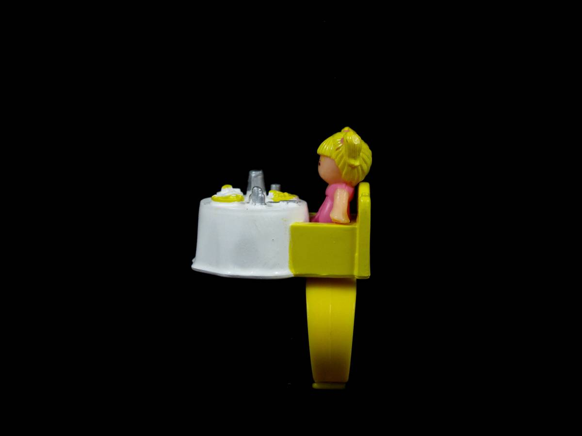 Tiny Tinas Dinnertime ring polly pocket