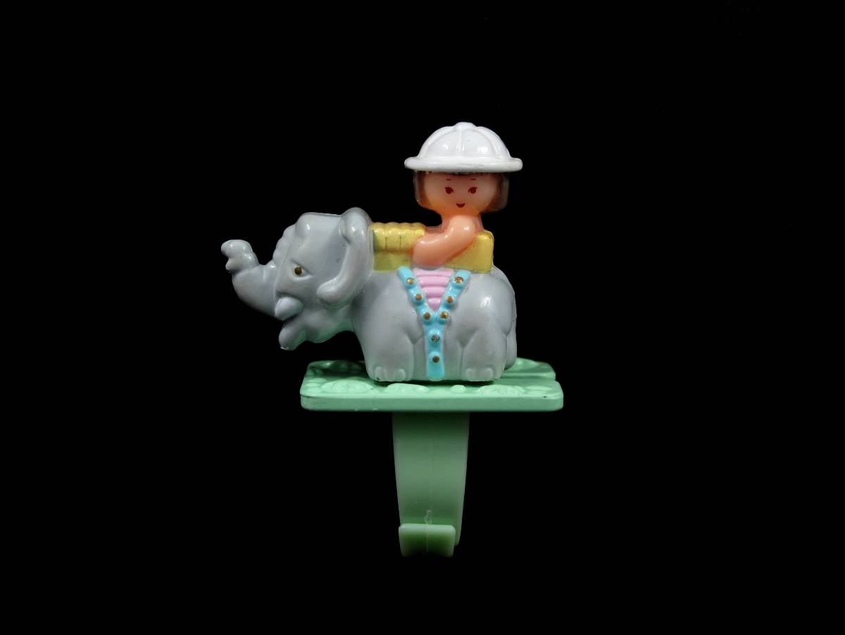 Suzi on safari ring polly pocket