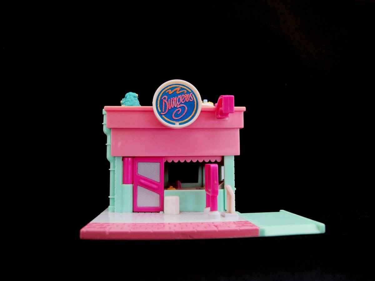 Polly pocket Drive in Burger restaurant
