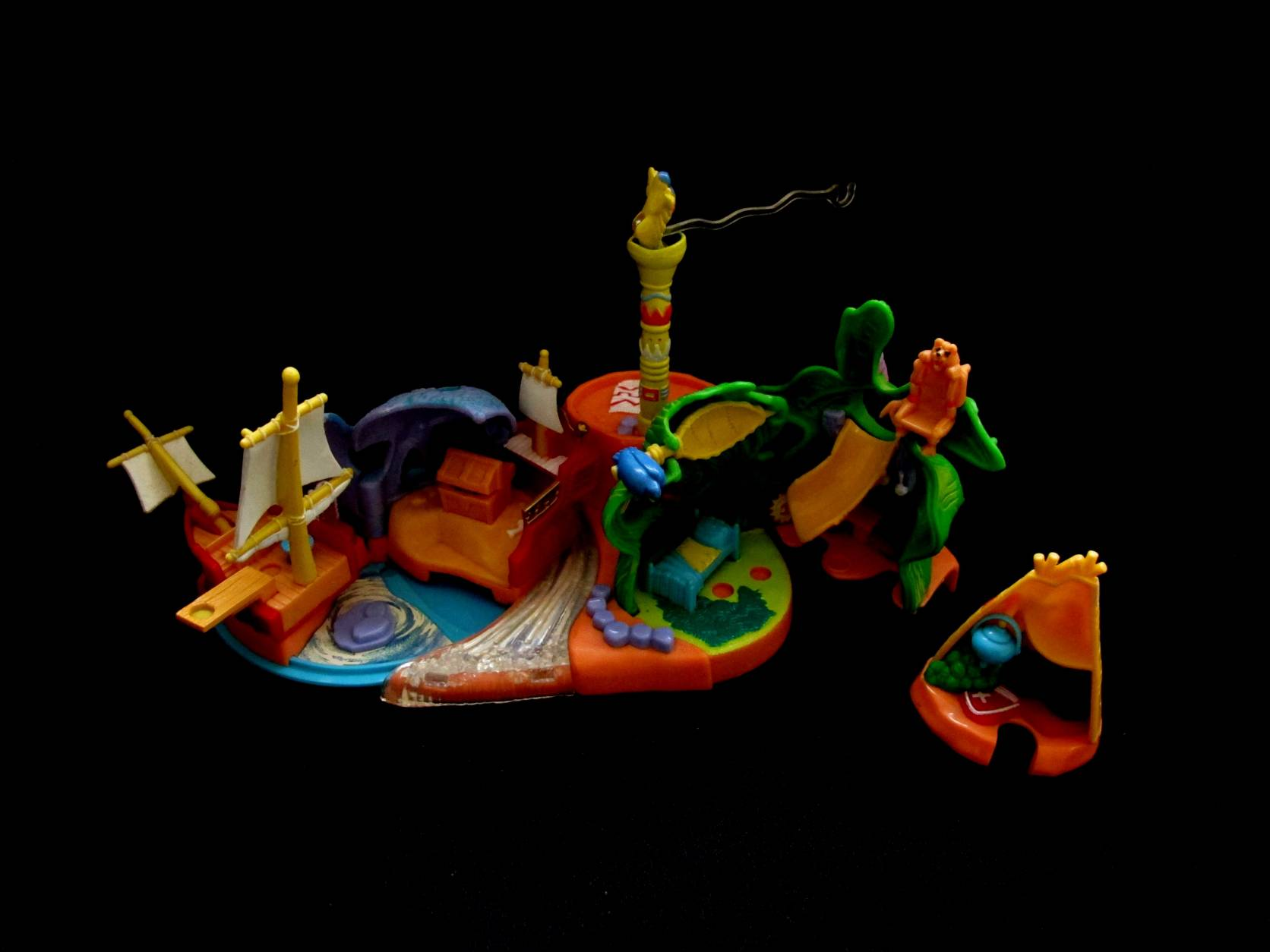 Disney 1997 Peter Pan playset (2)
