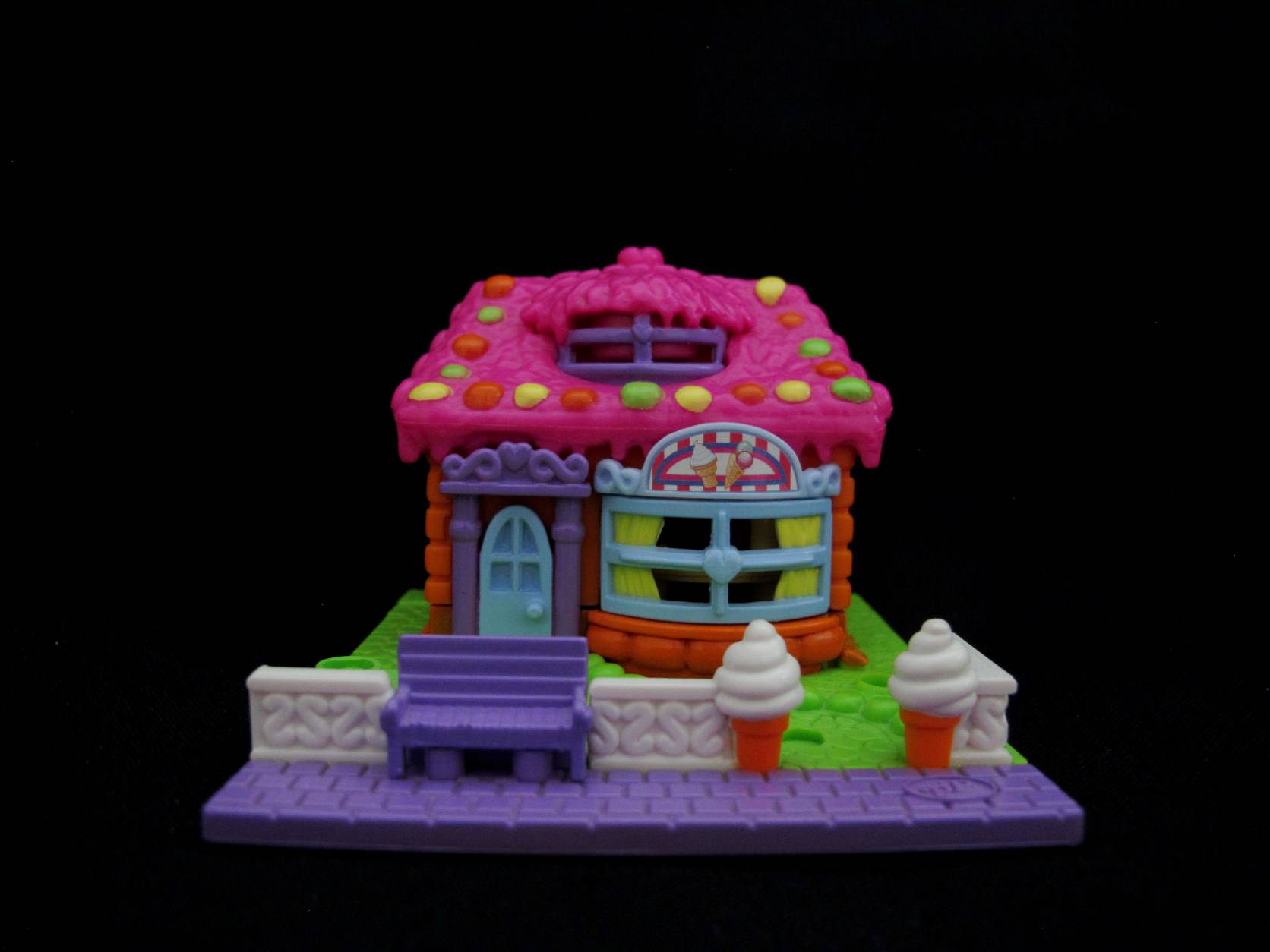 2006 Ice Cream Parlor Polly Pocket (1)